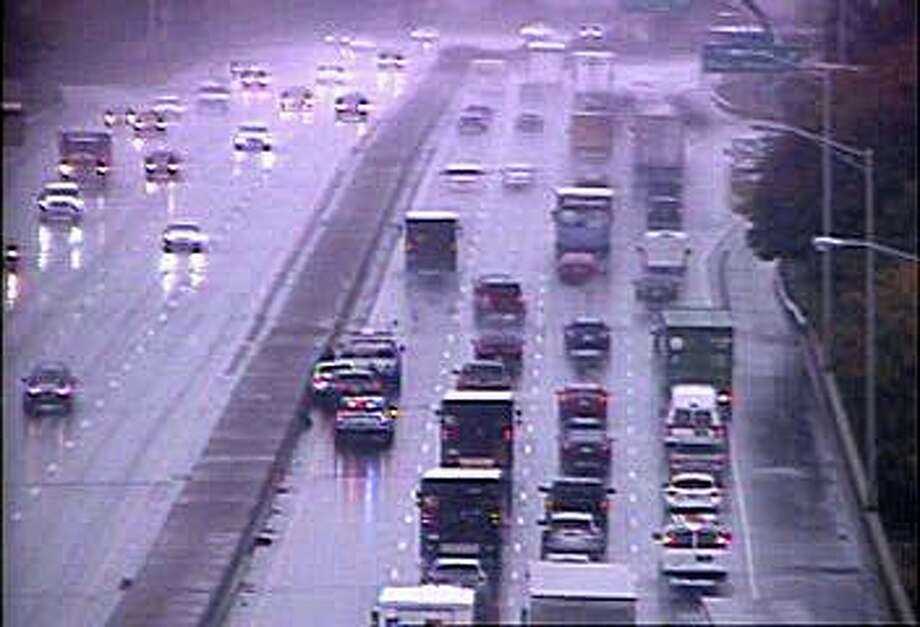 A multi-vehicle accident has closed two southbound lanes of I-91 Thursday morning on Oct. 29, 2020. The accident, reported at 9:29 a.m., has closed the right and center lanes between exits 9 and 8. Photo: CT DOT Traffic Cam Image