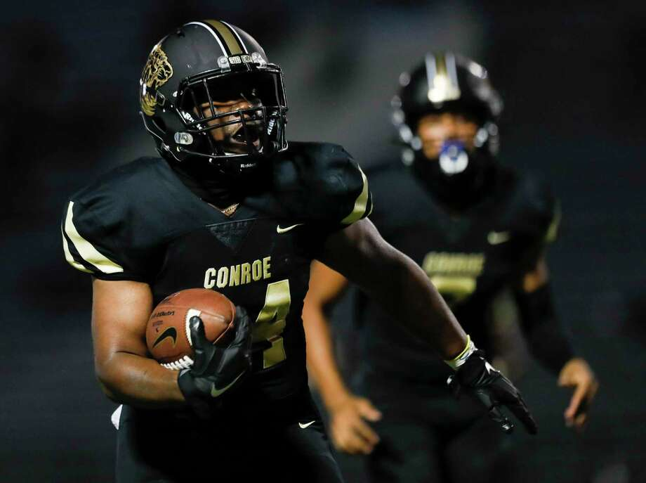 Conroe running back Jordan O'Neal (34) runs for a 25-yard touchdown during the second quarter of a non-district high school football game at Buddy Moorhead Stadium, Friday, Oct. 2, 2020, in Conroe. Photo: Jason Fochtman, Houston Chronicle / Staff Photographer / 2020 © Houston Chronicle