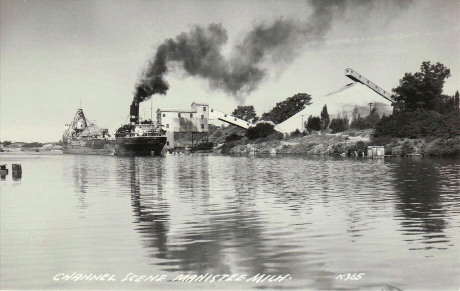 Loading sand on the Manistee River channel circa 1950s. (Manistee County Historical Museum photo)