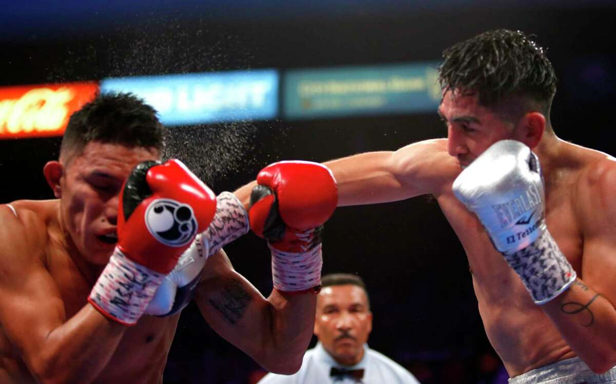 Leo Santa Cruz, right, the WBA super featherweight champ, is 37-1-1 with 19 knockouts.
