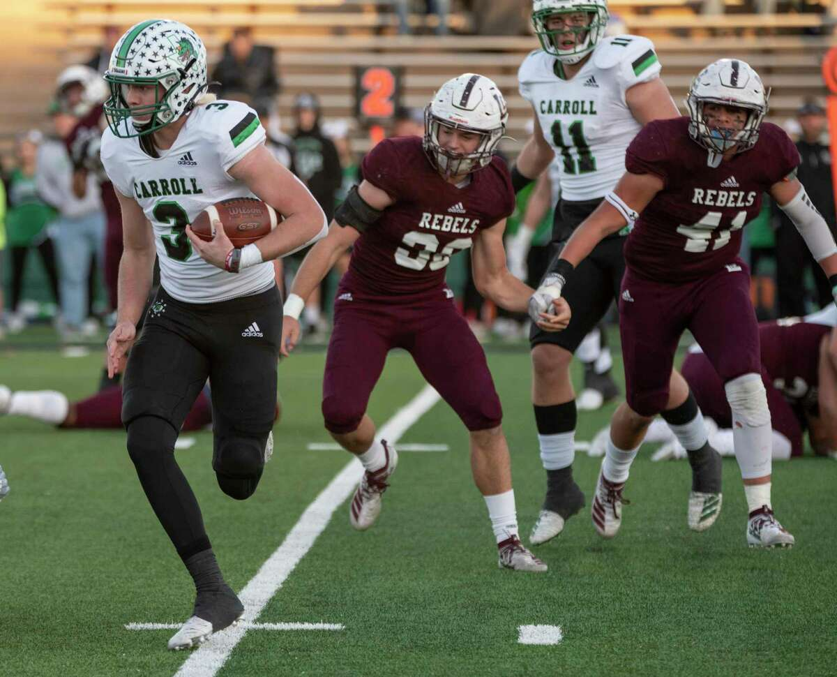 Southlake Carroll's Quinn Ewers, running against Midland Lee in last year's playoffs, has opened his college recruiting after initially committing to Texas.