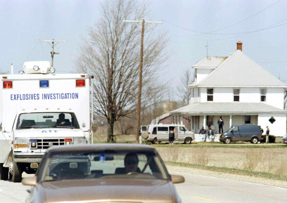 ATF and FBI agents leave the James Nichols farm in Decker, Mich., April 24, 1995, after four days of searching for evidence in the bombing of the Alfred P. Murrah federal building in Oklahoma City, Okla. (AP Photo/Jeff Kowalsky) NO SALES Photo: Jeff Kowalsky/AP