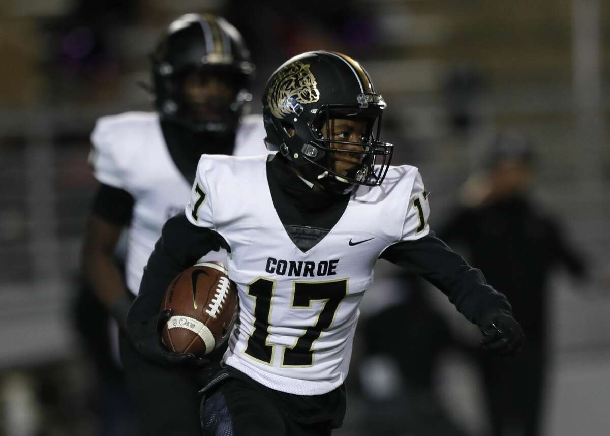 Conroe wide reciever Jase Williams (17) runs the ball during the first quarter of a District 13-6A high school football game at Woodforest Bank Stadium, Thursday, Oct. 29, 2020, in Shenandoah.
