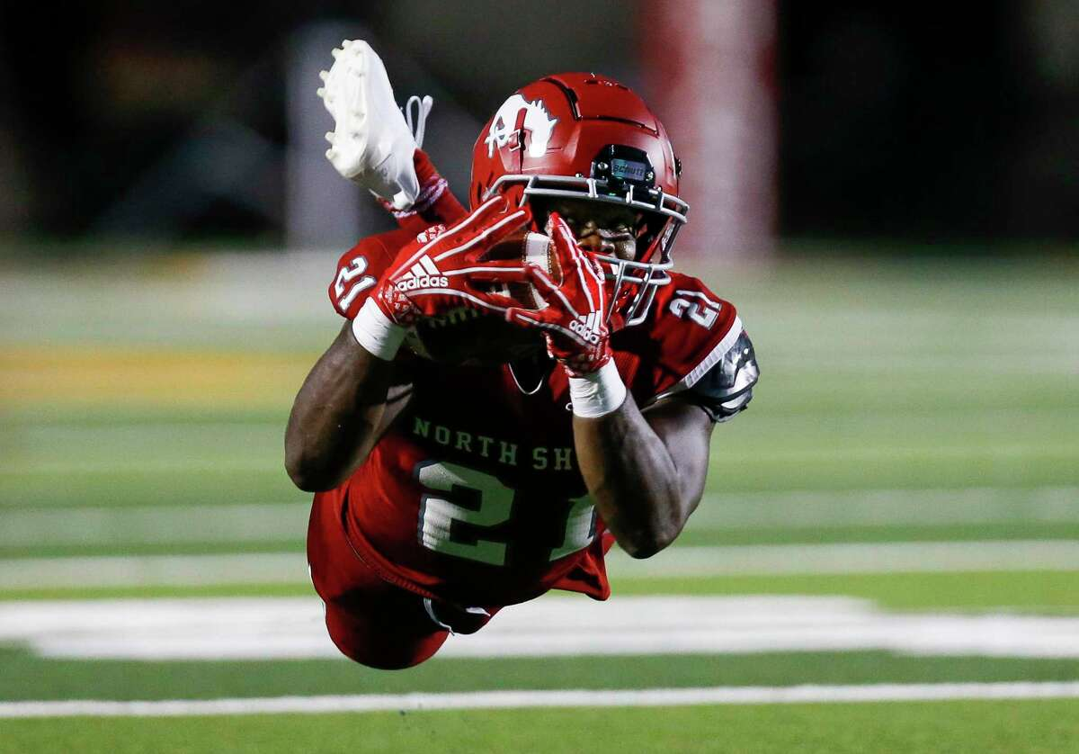 North Shore running back Daveon Ford (21) makes a catch against Shadow Creek during the first half of the game at Galena Park ISD Stadium on Friday, Sept. 25, 2020, in Houston.