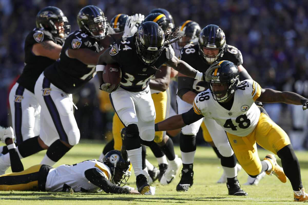 BALTIMORE, MD - NOVEMBER 04: Running Back Alex Collins #34 of the Baltimore Ravens runs with the ball in the first quarter against the Pittsburgh Steelers at M&T Bank Stadium on November 4, 2018 in Baltimore, Maryland. (Photo by Todd Olszewski/Getty Images)