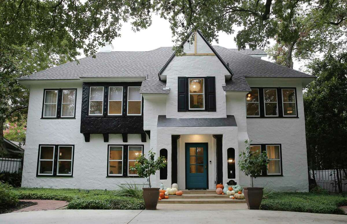 The Olmos Park Tudor that Kali and Thor Tripp bought in March was built in 1922, had a massive extension added on in 1959 and underwent an extensive renovation in the '80s. Their goal during a recently completed six-month, $200,000-plus renovation was to update the place while retaining as much of the original as possible.