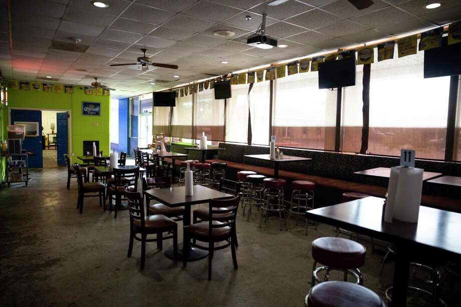 Micheladas El Patio #2 is empty as an investigation is underway into the deaths of Julio Cardenas and Jorge Galeas, Thursday, Oct. 15, 2020, in Conroe. Photo: Gustavo Huerta, Houston Chronicle / Staff Photographer / 2020 © Houston Chronicle