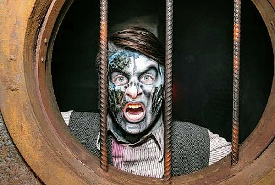 """A performer tries to scare tourists at the Hellsgate """"Haunted House"""" in Lockport. Photo: Xinhua News Agency / Xinhua News Agency"""