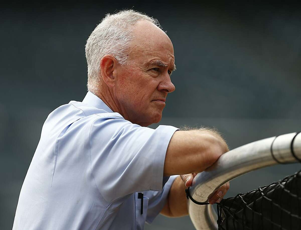 NEW YORK, NY - AUGUST 10: General manager Sandy Alderson of the New York Mets watches his team during batting practice before a game against the Colorado Rockies on August 10, 2015 at Citi Field in the Flushing neighborhood of the Queens borough of New York City. (Photo by Rich Schultz/Getty Images)