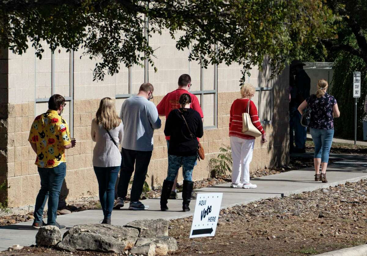 Voting time tracker shows nearly 40 centers in San Antonio have short wait times