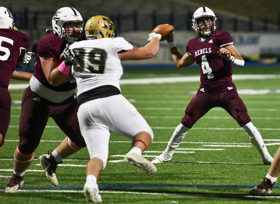 Lee's Seth Heller holds off Abilene High's Jaumarion Barnett (89) as Lee's Mikey Serrano looks to pass the ball Friday, October 30, 2020 at Grande Communications Stadium. Jacy Lewis/Reporter-Telegram Photo: Jacy Lewis/Reporter-Telegram