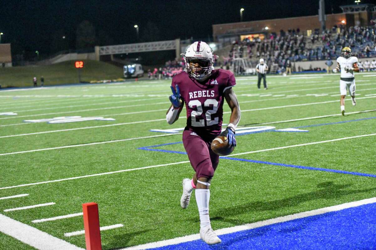 Lee's Makhilyn Young (22) holds up a peace sign while scoring a touchdown Friday, October 30, 2020 at Grande Communications Stadium. Jacy Lewis/Reporter-Telegram