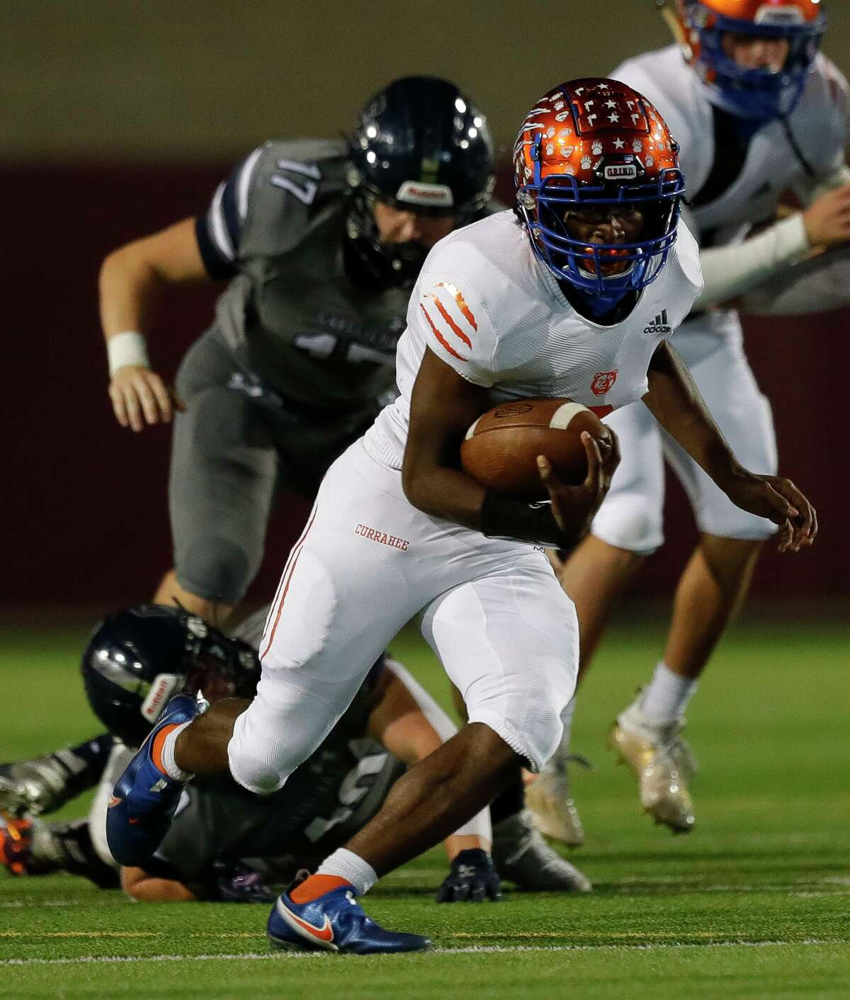 Grand Oaks running back Micah Cooper (8) runs the ball during the second quarter of a District 13-6A high school football game at Woodforest Bank Stadium, Friday, Oct. 30, 2020, in Shenandoah.