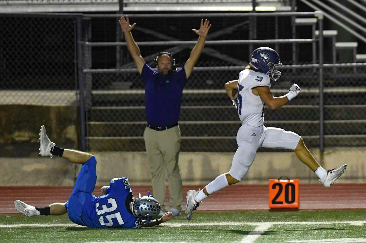 Boerne receiver Riley Pechacek escapes the grip of La Vernia defender Hunter Kitzmiller to score during high school football action at Bear Stadium in La Vernia on Friday, Oct. 30, 2020.
