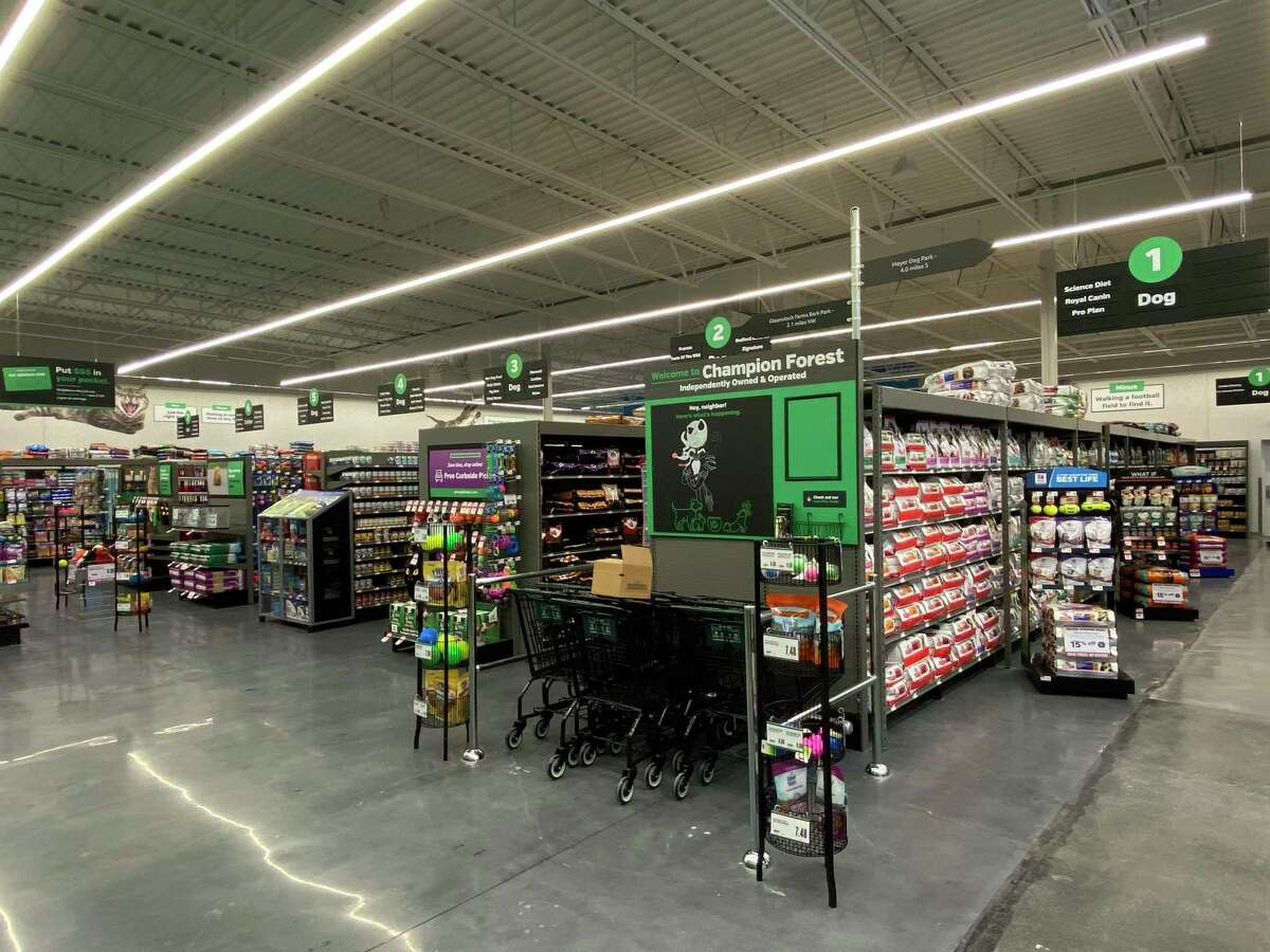 Former chef Michaela Castellanos opens new Pet Supplies Plus store in Spring.