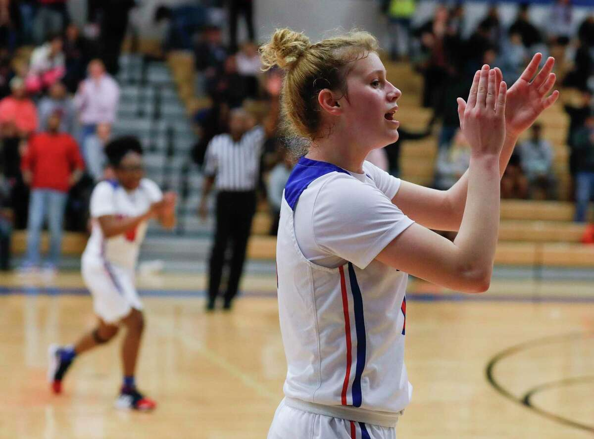 Oak Ridge guard Nikki Petrakovitz (1) returns after a junior year that saw her earn District 15-6A MVP and All-Montgomery County Defensive MVP honors.
