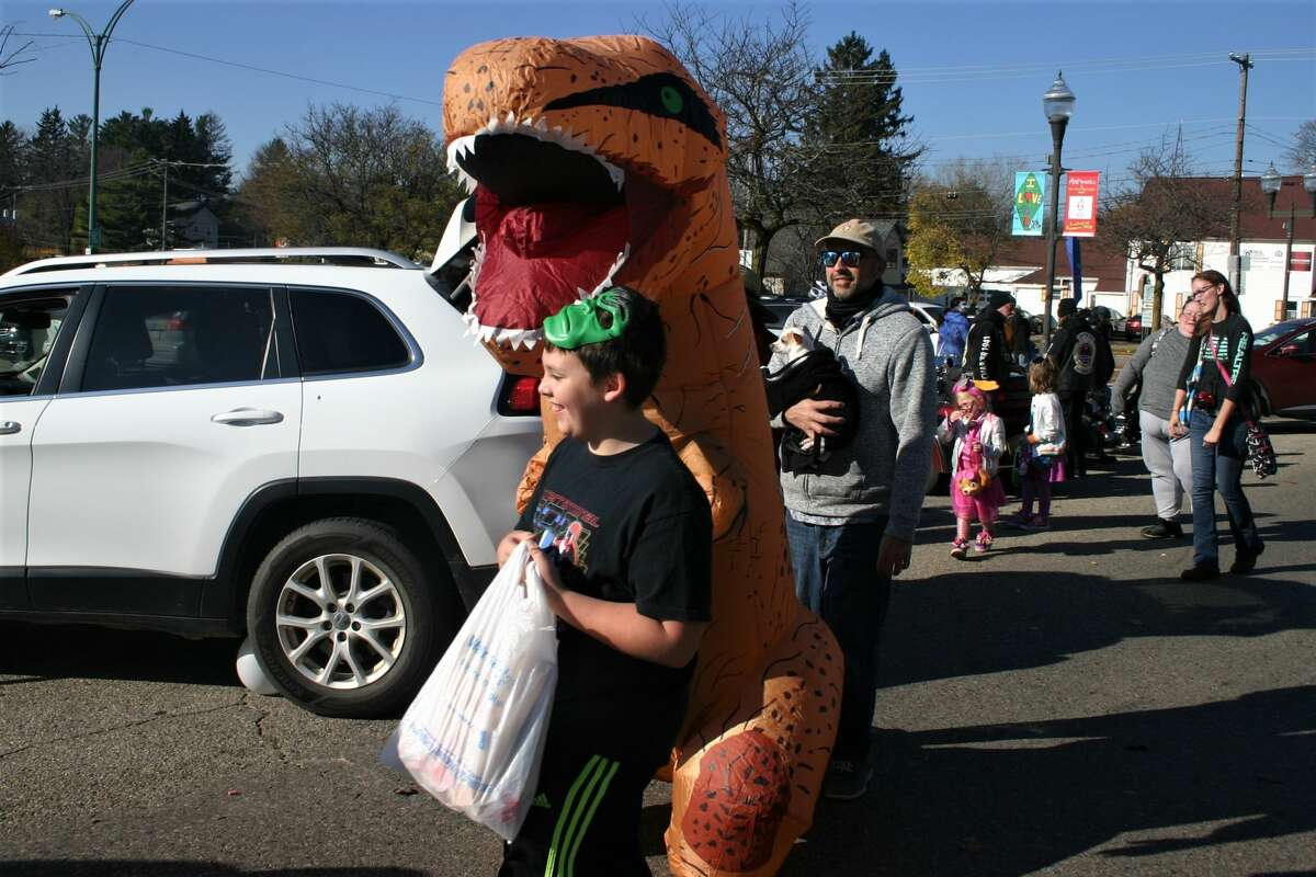 Kids of all ages came out in their cutest and scariest Halloween garb, including face coverings, to celebrate the holiday at the 2020 Downtown Trunk-or-Treat. Twenty-five local businesses sponsored cars with trunks full of candy and goodies to hand out to trick-or-treaters.