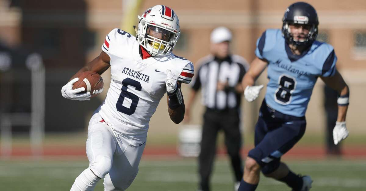 Atascocita running back Tyras Winfield (6) runs the ball during the third quarter of a District 21-6A high school football game at Turner Stadium, Saturday, Oct. 31, 2020, in Humble.