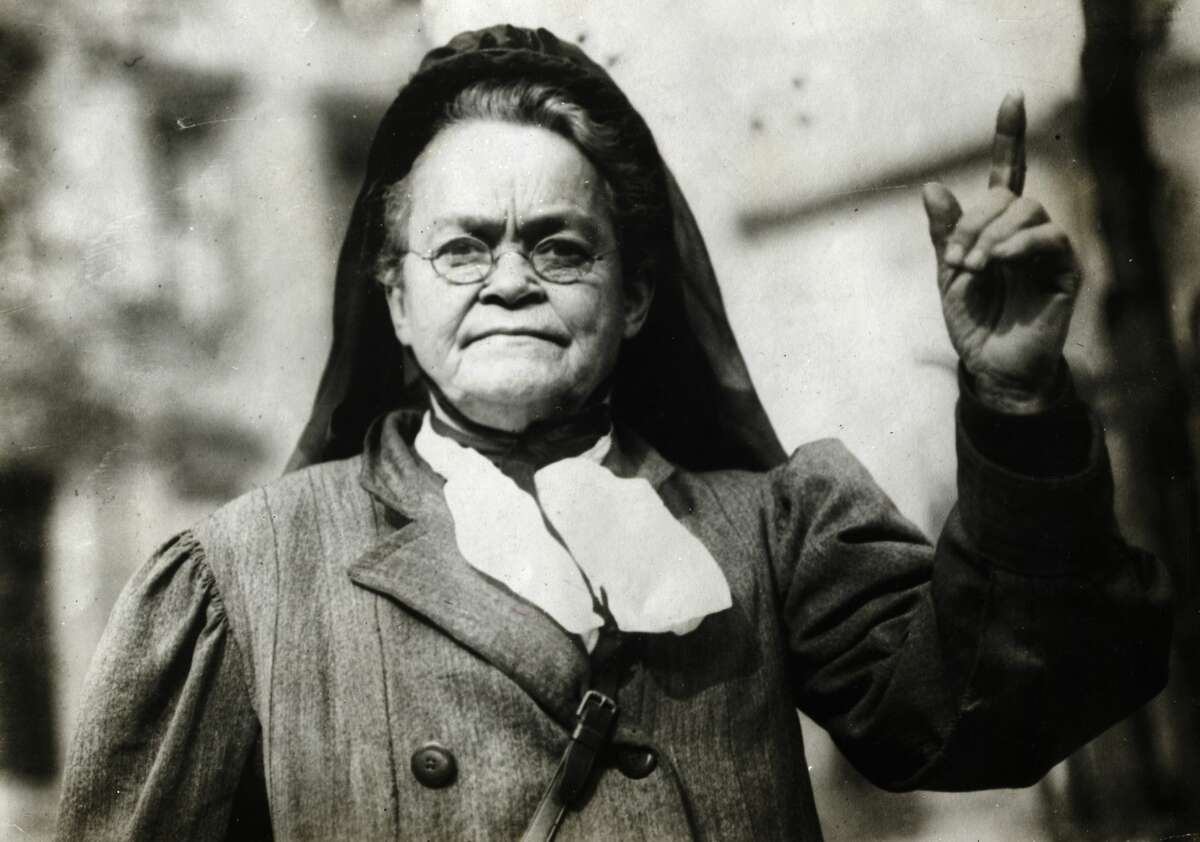 Carrie Nation had warned the proprietor of a Fifth Ward saloon that he remove her name from his back-bar mirror. He refused so Nation paid him a visit.