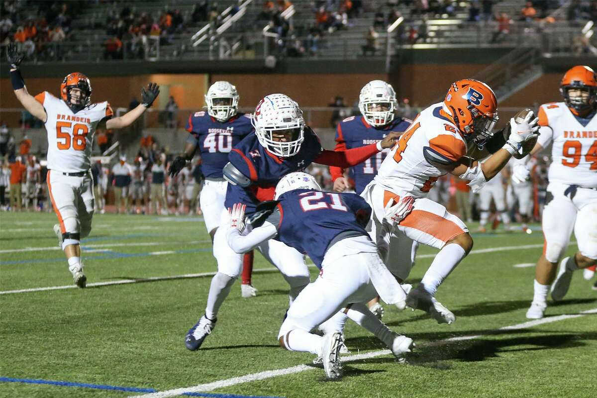 Brandeis' Tyler Lopez scores on a 24-yard reception during the first half of their District 28-6A high school football game with Roosevelt at Heroes Stadium on Saturday, Oct. 31, 2020.