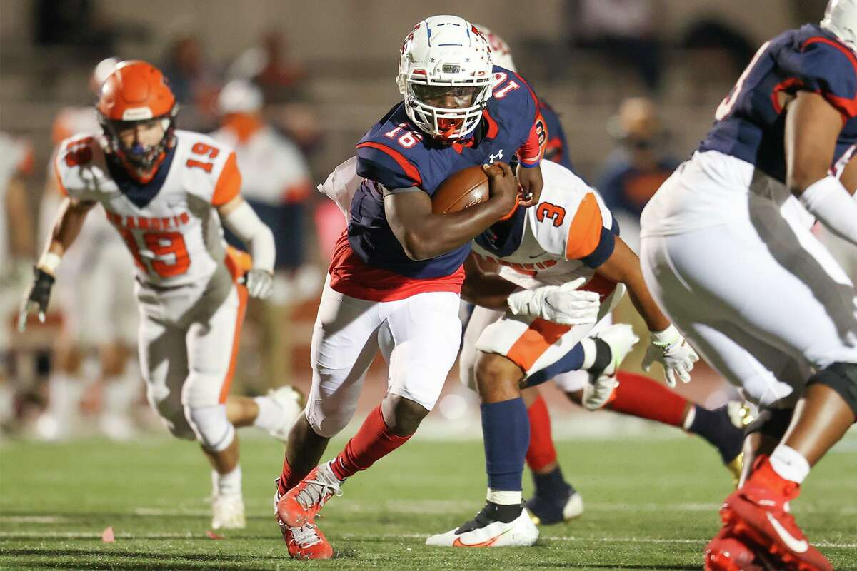 Roosevelt's Dewayne Coleman breaks free for a 28-yard touchdown run during the first half of their District 28-6A high school football game with Brandeis at Heroes Stadium on Saturday, Oct. 31, 2020.