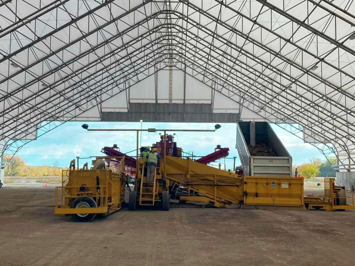 A piling crew inside the hoop building at Michigan Sugar Company's Sebewaing factory brings in a load of sugarbeetsas the 2020 sugarbeet slicing campaign continues. (Michigan Sugar Company/Courtesy Photo)
