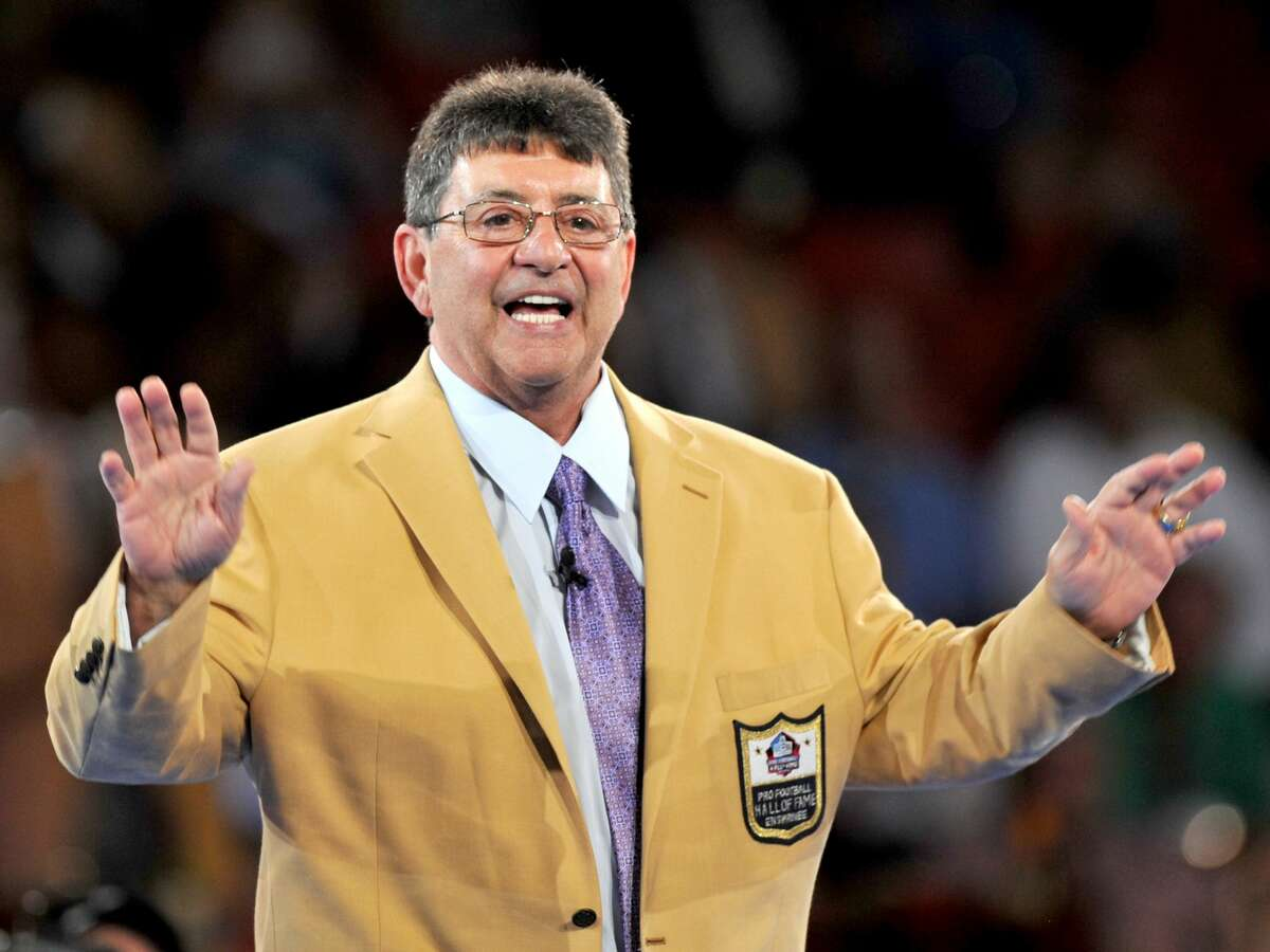 Hall of Fame enshrinee and former 49ers owner Edward DeBartolo Jr. waves to the crowd after receiving his gold jacket during the Pro Football Hall of Fame Gold Jacket Dinner on Aug. 4, 2016, at the Canton Memorial Civic Center in Canton, Ohio.