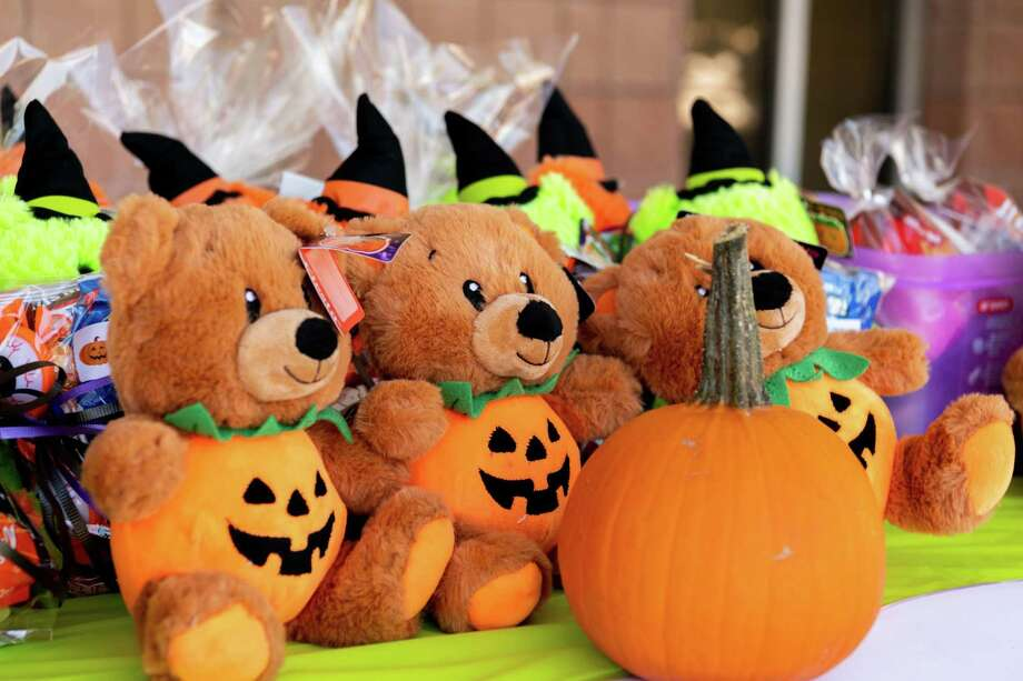 A curbside treat giveaway took place at the LISD Child Nutrition Center, where parents and childern could pass by and pick up a goody bag after participating in the pumpkin decorating contest this week. Photo: Christian Alejandro Ocampo / Laredo Morning Times