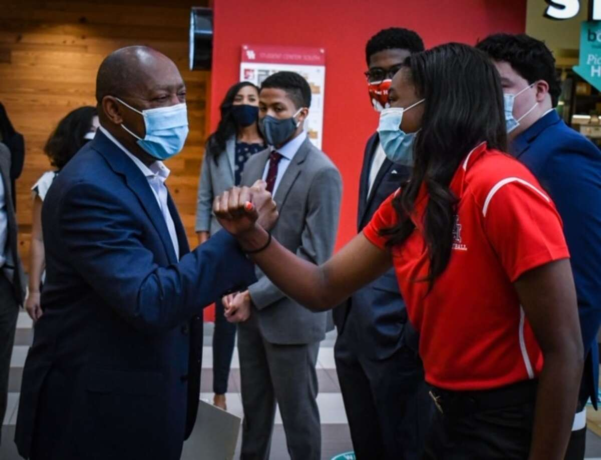 UH volleyball player Alexis Cheatum with Houston Mayor Sylvester Turner.
