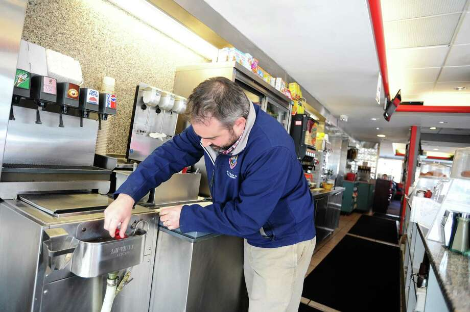More than 130 Shelton eateries earned an A, while just five received a B — the lowest grade in the latest round of inspections, the health department said. Photo: Michael Cummo / Hearst Connecticut Media / Stamford Advocate