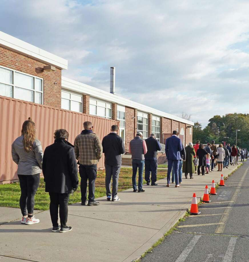 District 2, which entered into the side door of New Canaan Saxe Middle School, had a line that was taking about 25 minutes at 8 a.m. election day. District 3, which entered into the front door of the school had no line at that time on Nov. 3, 2020. Photo: Grace Duffield / Hearst Connecticut Media