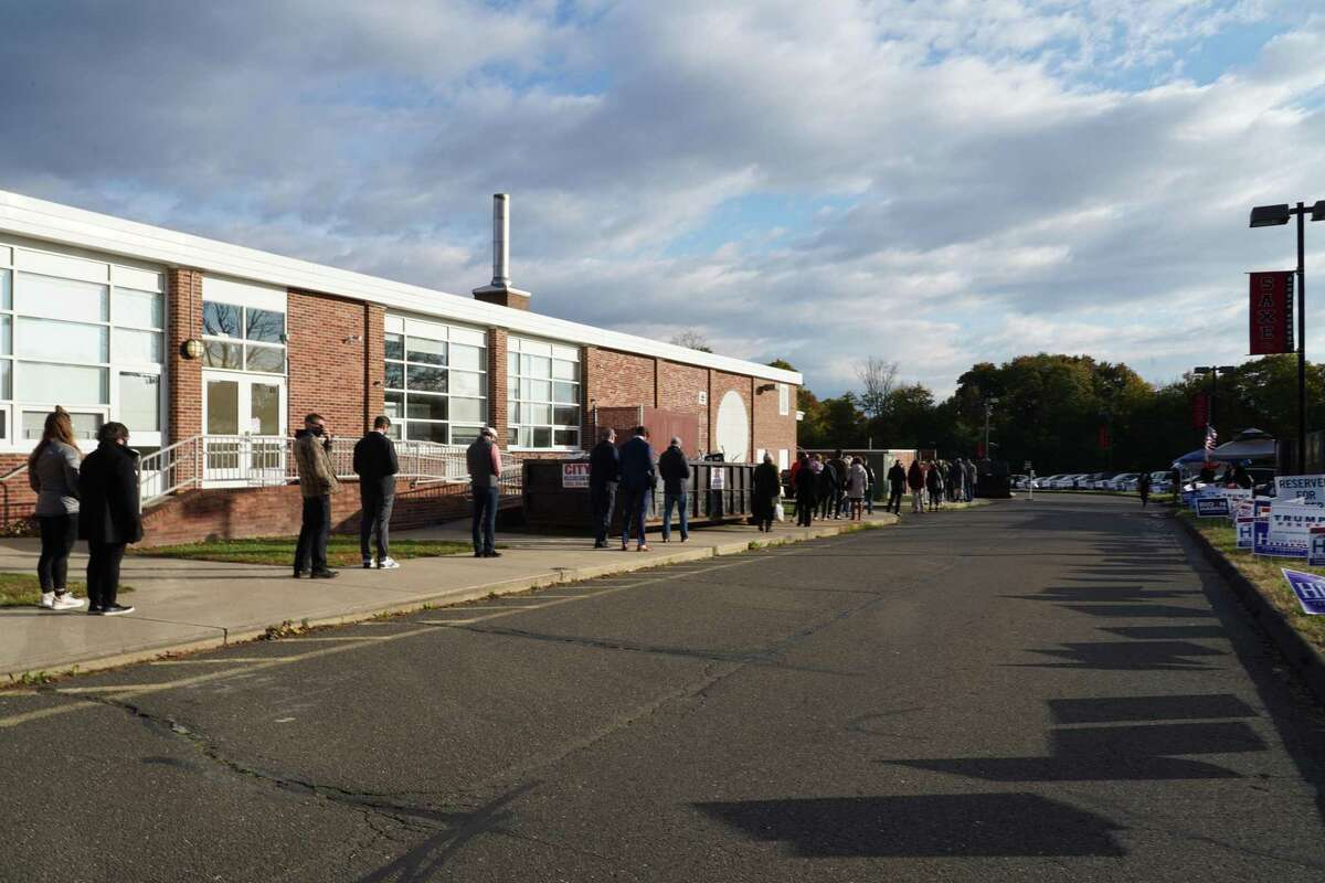 District 2, which entered into the side door of New Canaan Saxe Middle School, had a line that was taking about 25 minutes at 8 a.m. election day. District 3, which entered into the front door of the school had no line at that time on Nov. 3, 2020.