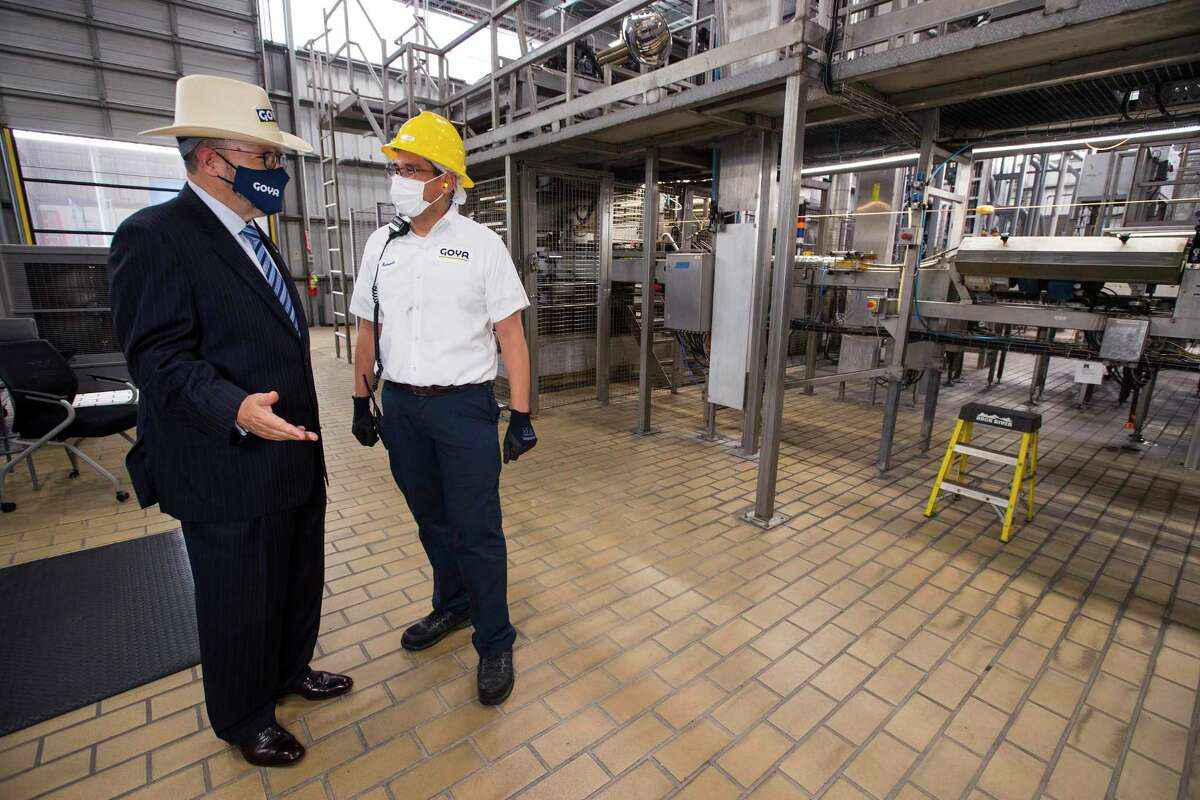 Robert Unanue, president and CEO of Goya Foods, left, talks to hydrostatic tower operator Ronald Uzcategui at the company's production facility in Brookshire.
