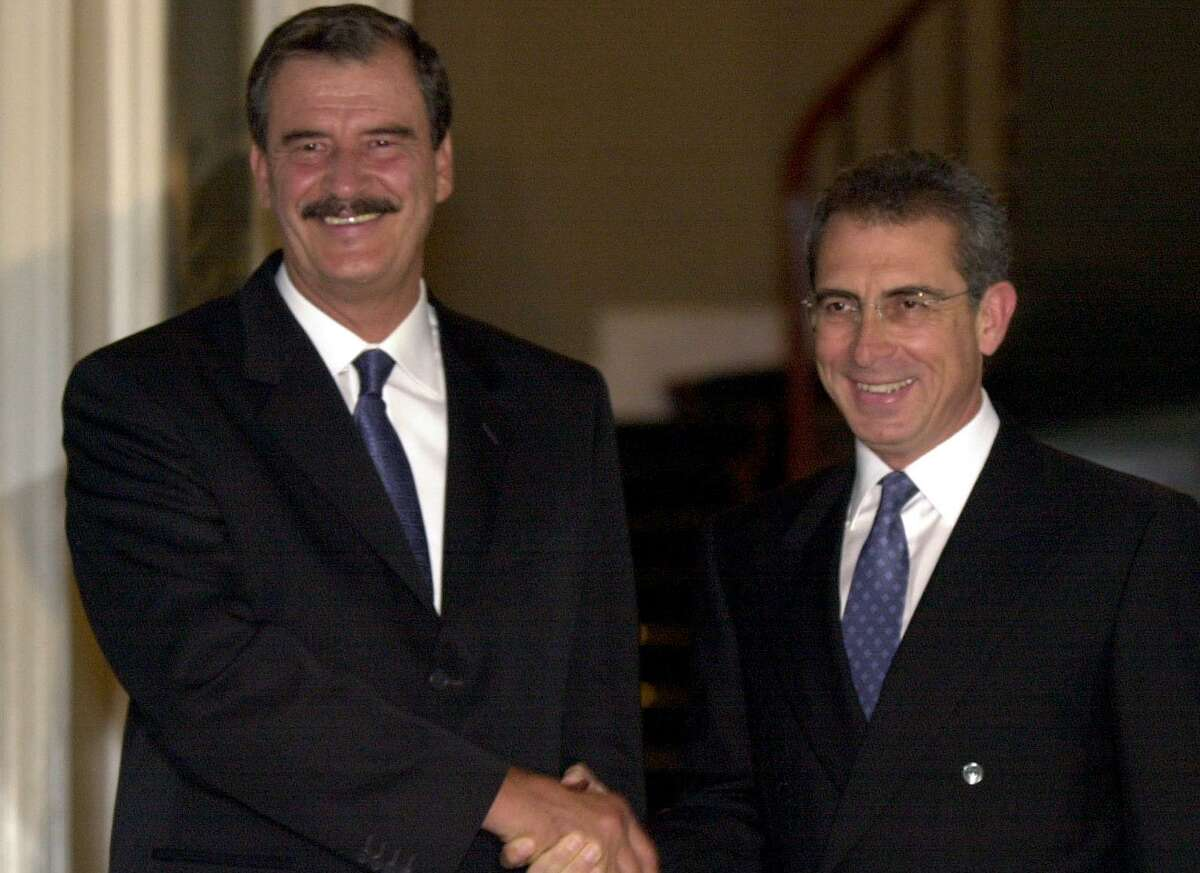 MEXICO Hayward 7/3/00 Vicente Fox, left, and Mexican president Ernesto Zedillo shake hands after a meeting between the two at Los Pinos, the presidential residence in Mexico City on Monday, July 3, 2000. jerry lara/staff