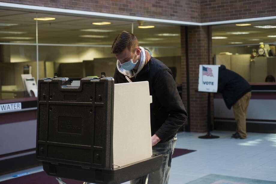 Voters cast their ballots at City Hall Tuesday, Nov. 3, 2020 in Midland. (Katy Kildee/kkildee@mdn.net) Photo: (Katy Kildee/kkildee@mdn.net)
