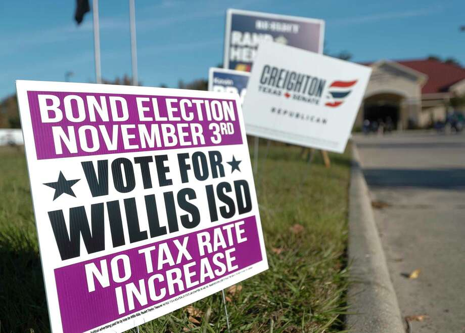 A sign supporting the Willis ISD bond is seen at the North Montgomery County Community Center on Election Day, Tuesday, Nov. 3, 2020, in Willis. Photo: Jason Fochtman, Houston Chronicle / Staff Photographer / 2020 © Houston Chronicle