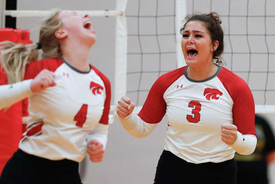 FILE PHOTO — Splendora outside hitter Mykala Moore (3) reacts after scoring a point beside defensive specialist Lauryn Toczek (4) during the second set of a non-district high school volleyball match, Friday, Sept. 4, 2020, in Splendora. Photo: Jason Fochtman, Houston Chronicle / Staff Photographer / Houston Chronicle