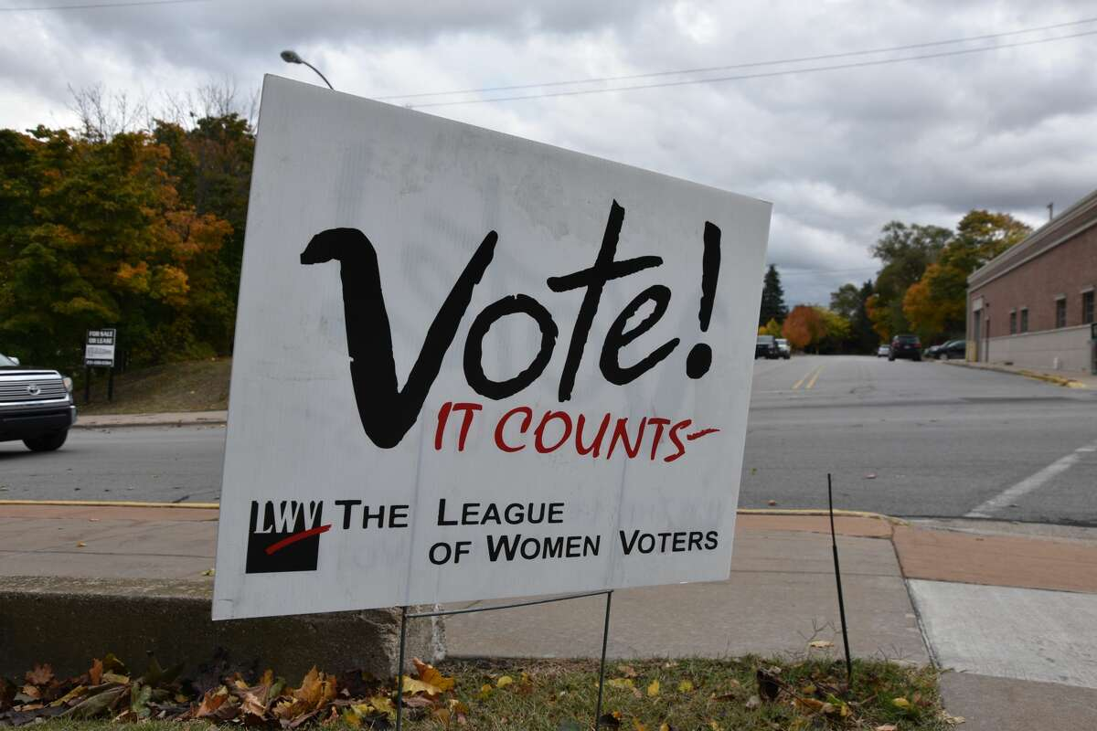 Voting reminders in Manistee County