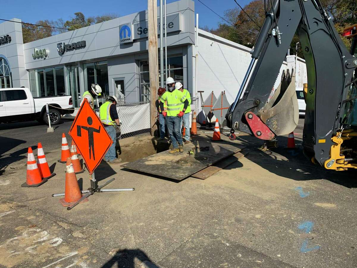 An Eversource crew is working on a gas line on Ansonia's East Main Street near Fitzpatrick's car dealership Wednesday afternoon. A malfunctioning valve forced Eversource to turn off gas service to some 2,500 customers on the Hilltop in Ansonia and Derby.