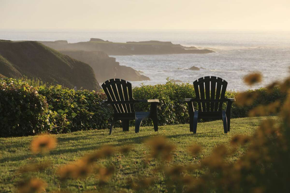 Mendocino Rocky Coast with Lawn and Chairs overlooking Pacific Ocean, Sea Rock Inn, Mendocino, California, USA