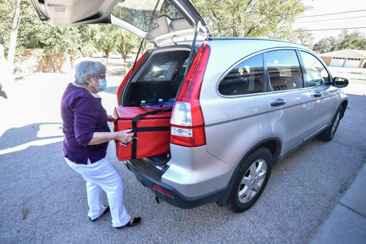 Beth Rubin, a volunteer for Senior Life, helps distribute H-E-B meals for the Feast of Sharing on Thursday, Nov. 5, 2020 at Senior Life Midland. Jacy Lewis/Reporter-Telegram