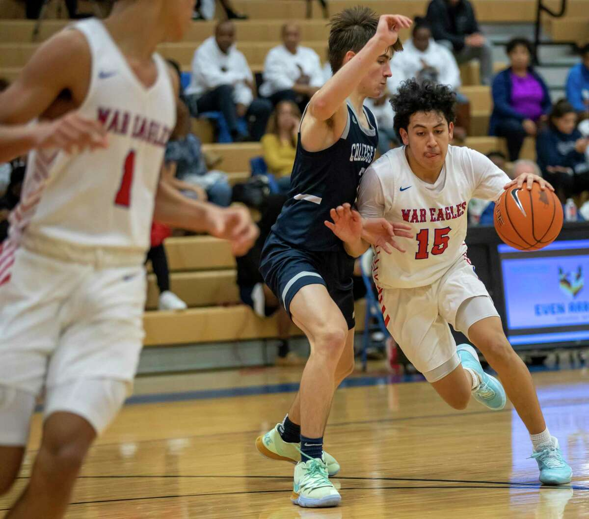 Oak Ridge guard Marco Limon (15) returns after earning second team all-district recognition in 2019-20.