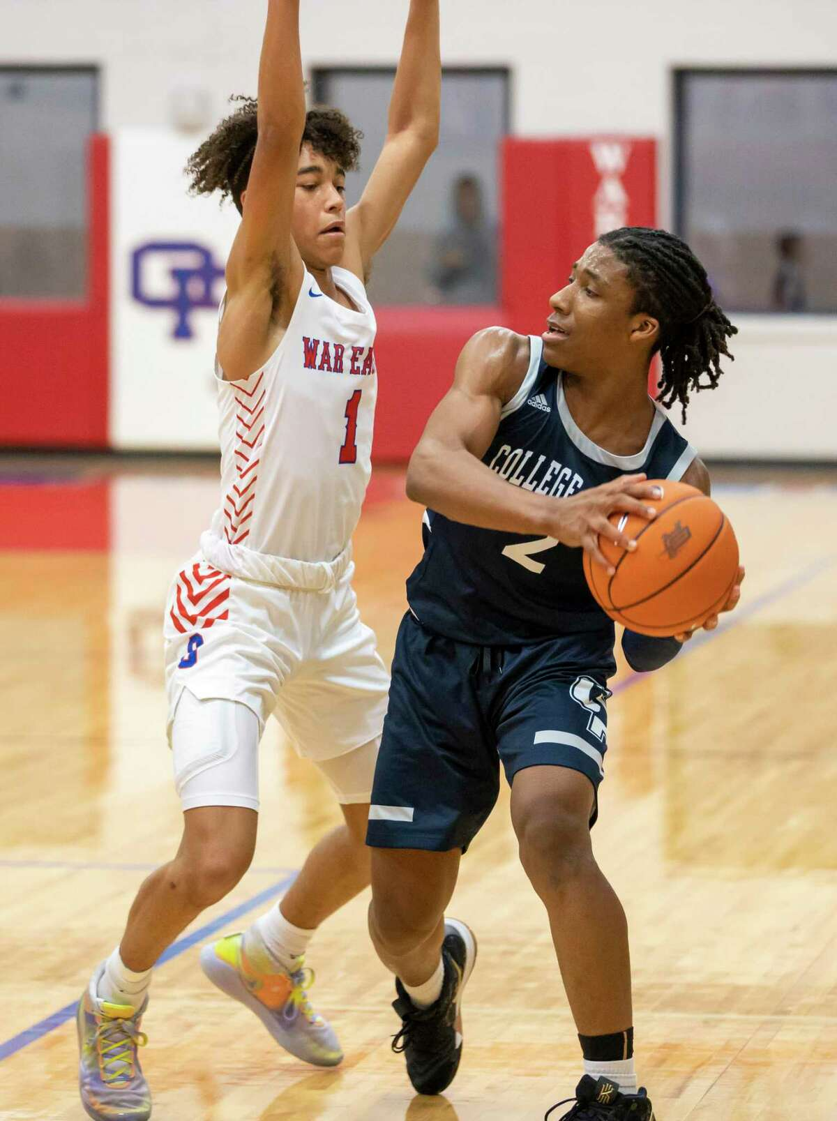 Oak Ridge point guard Ian Egele (1) returns after earning second team all-district recognition in 2019-20.