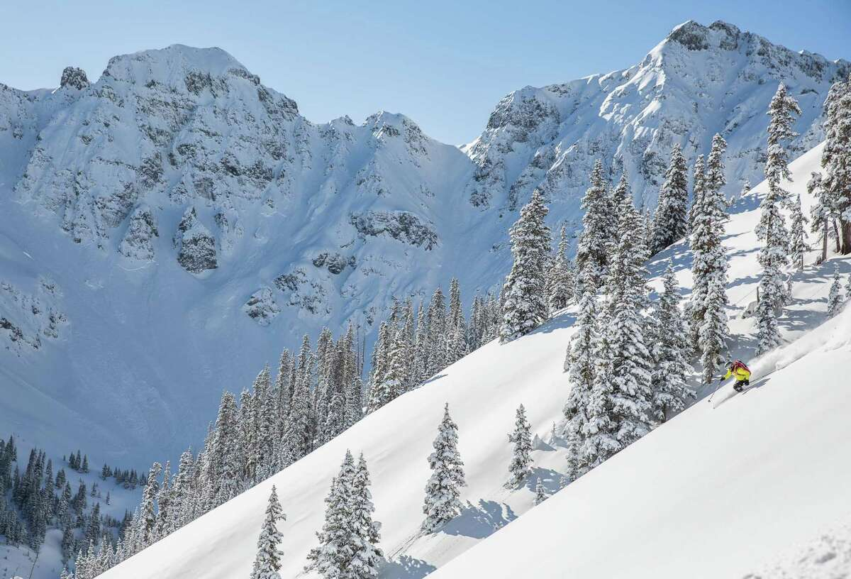 The average annual snowfall at Silverton is 400 inches.