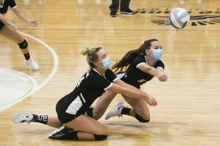 Bullock Creek's Vivian Freeland, left, and Courtney Niswander, right, dive for the ball during the Lancers' district semifinal game against Carrollton Thursday, Nov. 5, 2020 at Garber High School in Essexville. (Katy Kildee/kkildee@mdn.net) Photo: (Katy Kildee/kkildee@mdn.net)