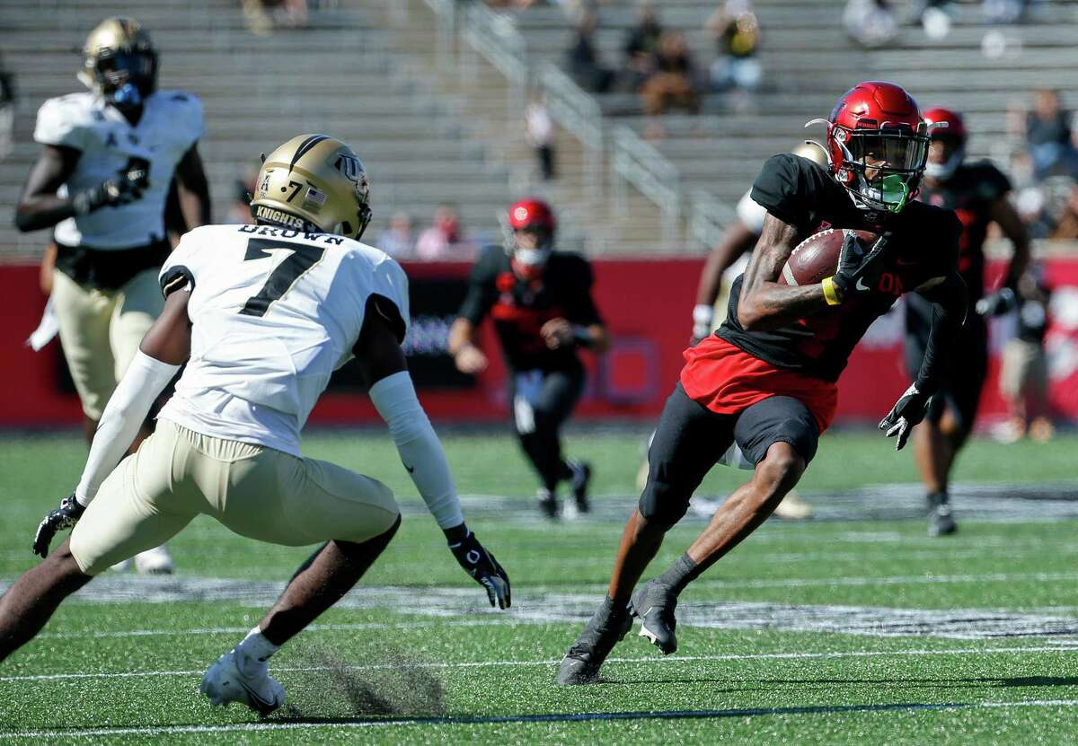 UH receiver Nathaniel Dell, right, totaled a career-high six catches for 88 yards and a touchdown in last week's home loss to UCF.
