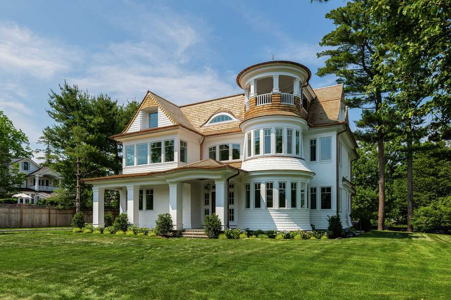 Newly constructed 4 Ford Lane, Old Greenwich, is a six-bedroom, seven-bath home in a private association. Berkshire Hathaway Home Services, New England Properties, is the listing brokerage for the $4.695 million home. Photo: Kyle P Norton / Contributed Photo / KYLE P NORTON