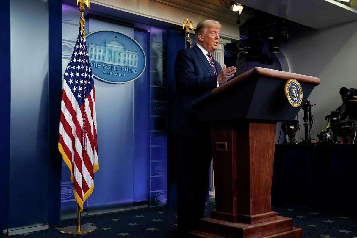 El presidente Donald Trump habla en la Casa Blanca, en Washington, el jueves 5 de noviembre de 2020.