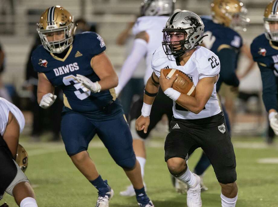 United South's Brian Benavides became Laredo's all-time leading rusher after his 257-yard performance against Alexander Thursday. Photo: Danny Zaragoza /Laredo Morning Times
