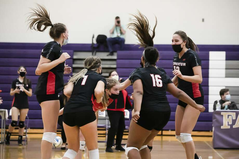 Beaverton players celebrate a point during the Beavers' district final victory over Houghton Lake Thursday, Nov. 5, 2020 at Farwell High School. (Doug Julian/for the Daily News) Photo: (Doug Julian/for The Daily News)